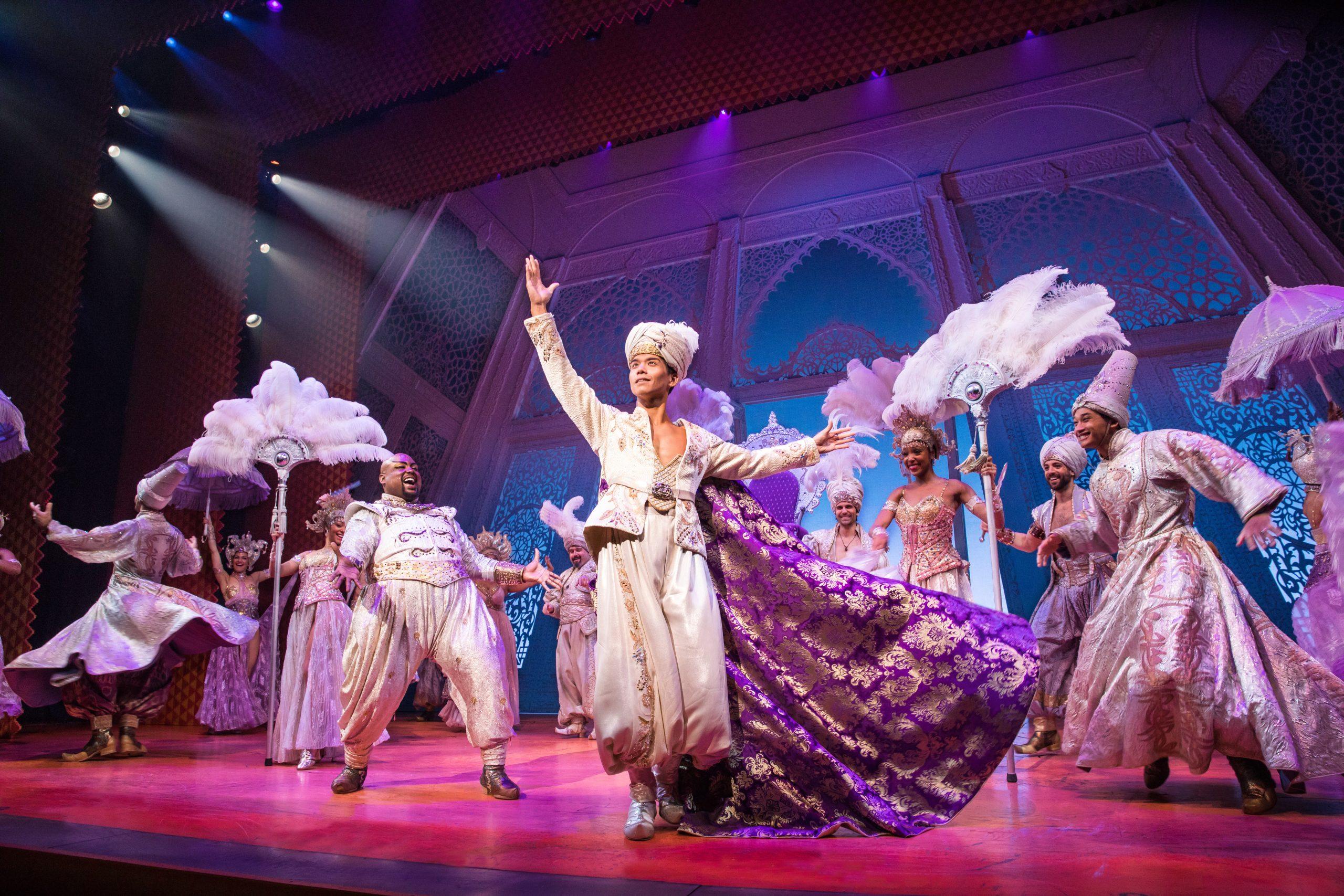 Escena del musical Aladdin en Broadway, Nueva York